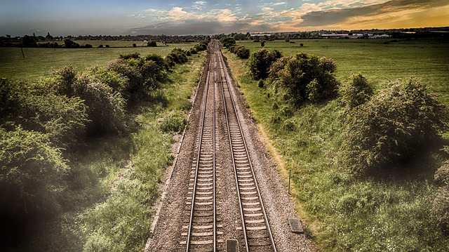train-track 2497003 Pete Linforth pixabay
